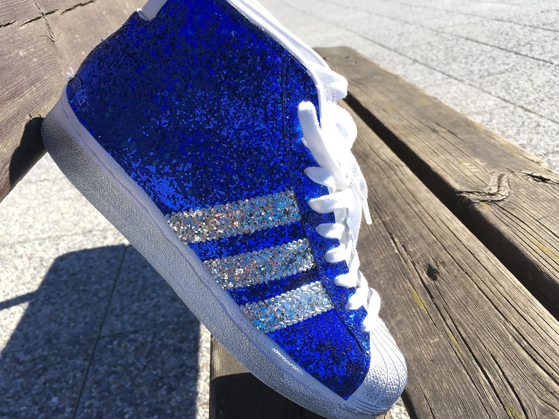 Adidas personalizzate con glitter, resisteranno